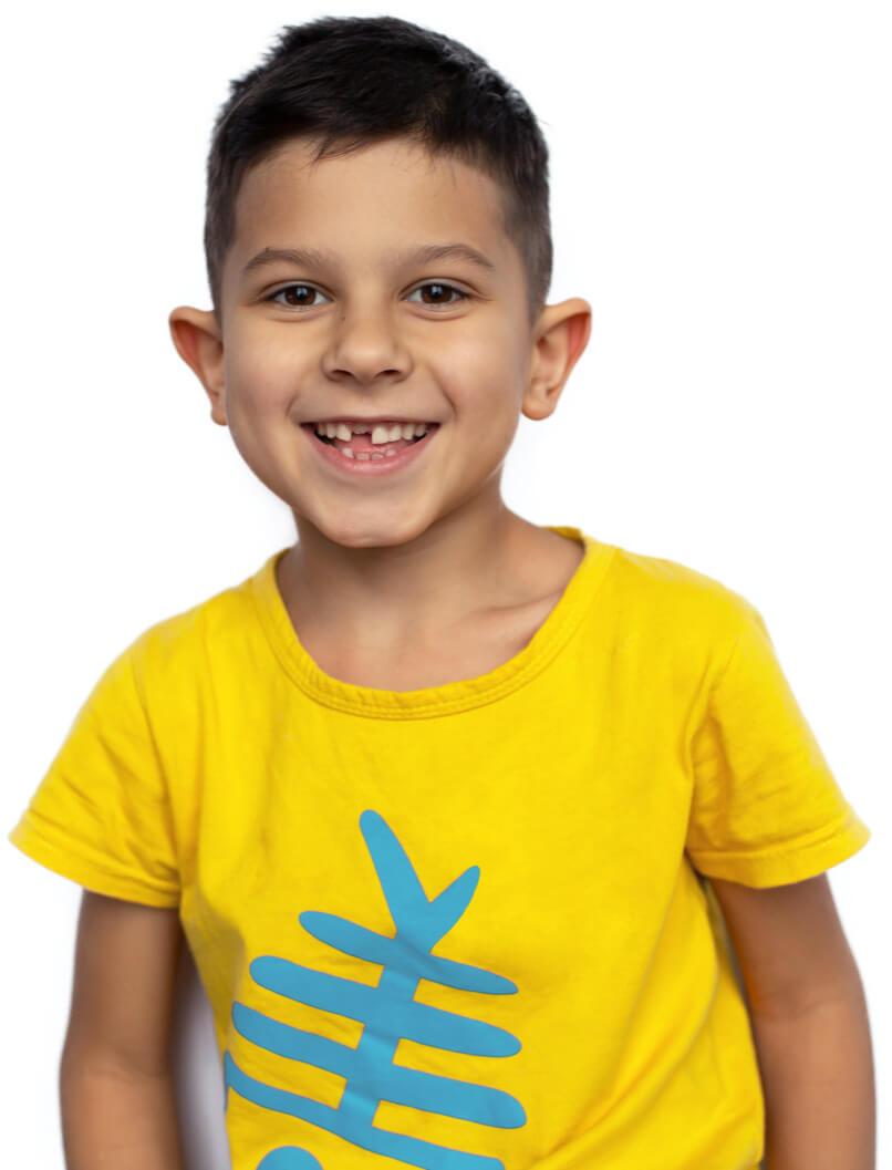 boy-yellow-shirt-desktop@806px